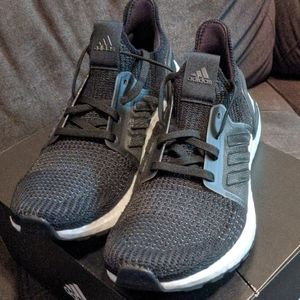 NIB Adidas UltraBOOST